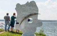 Челябинский метеорит памятник в Чебаркуле