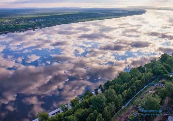 Пермь с вертолёта. Зеркало облаков