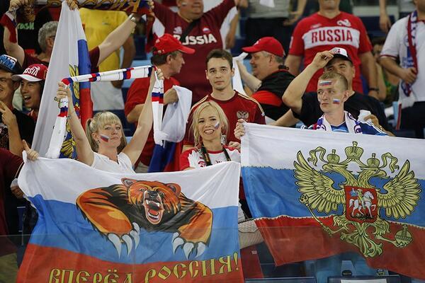 Россия - Корея болеельщицы 2