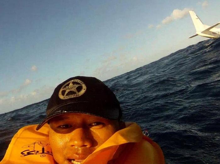 Селфи как образ жизни падение самолета в океан