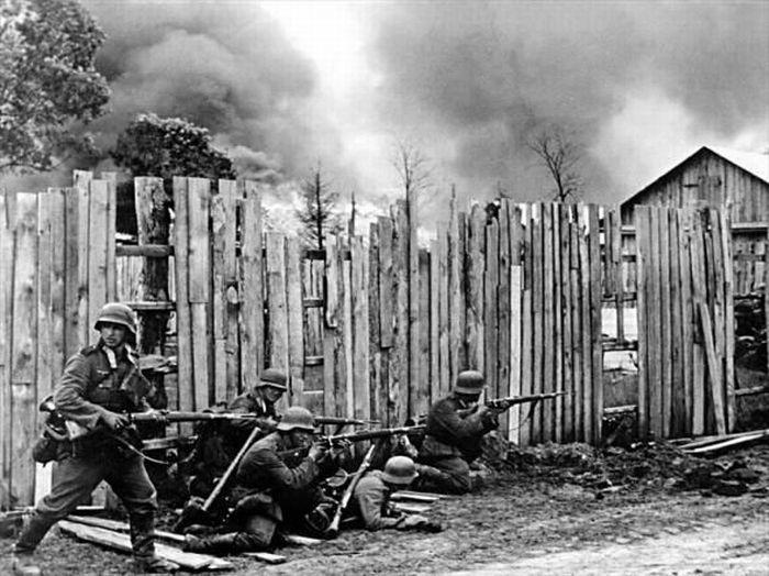Немцы ведут бой в селе