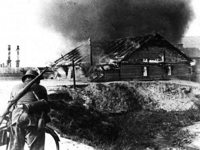 Сорок первый немцы жгут дома