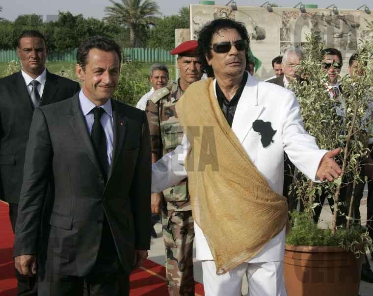 Каддафи преследует Саркози