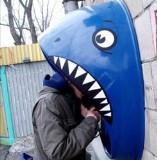 Необычные-телефонные-будки-акула
