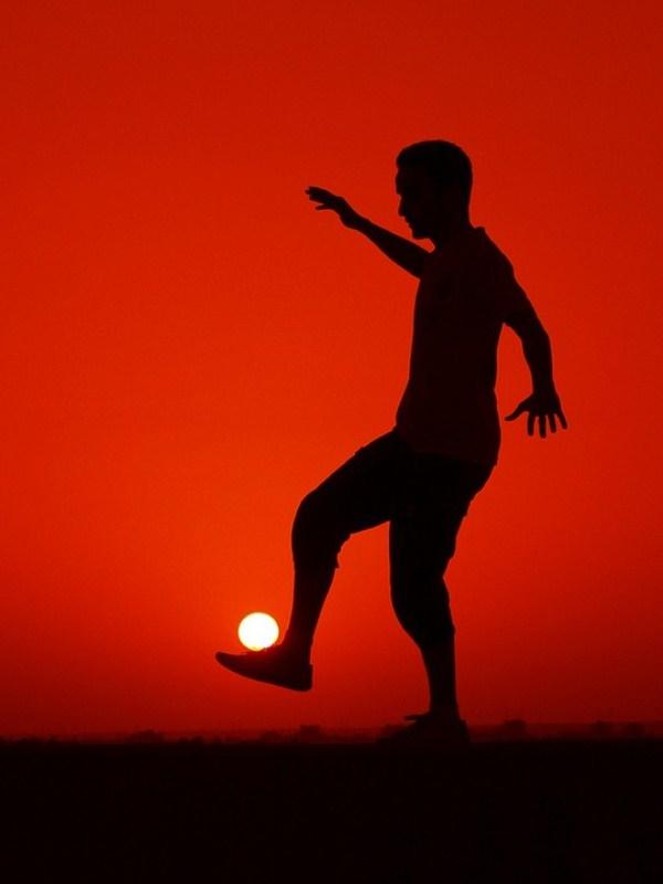 Нереальные фото солнце футбол