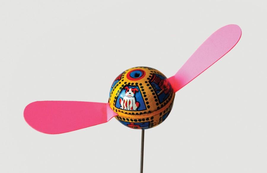 Японская игрушка-стрекоза с портретом Лайки