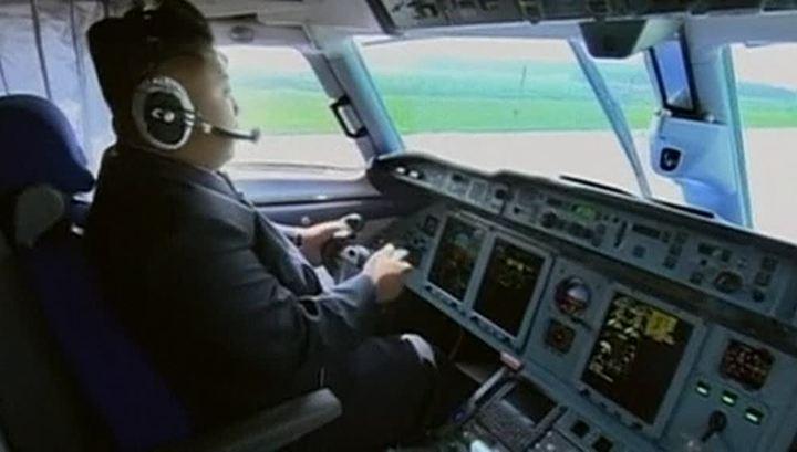 Ким Чен Ын управляет самолетом