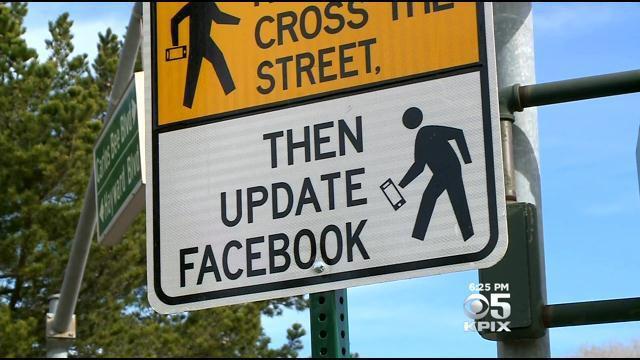Необычные дорожные знаки обновляй Фейсбук