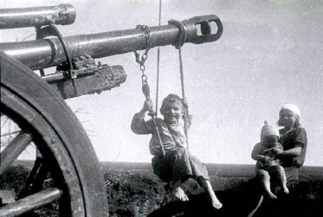 День Победы качели