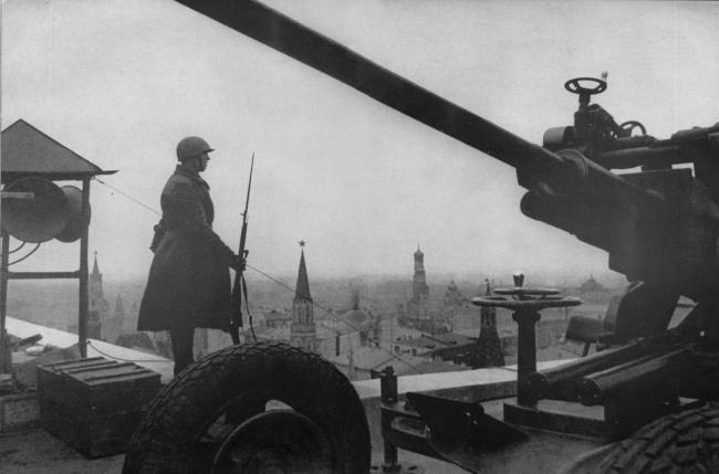 День Победы пост на крыше Москва