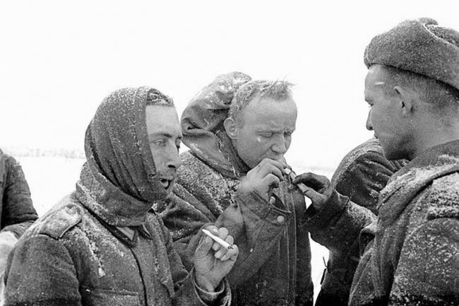 День Победы прикурить немцу