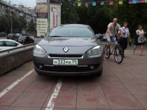 Тройки Игоря Лугового Рено и велосипедист